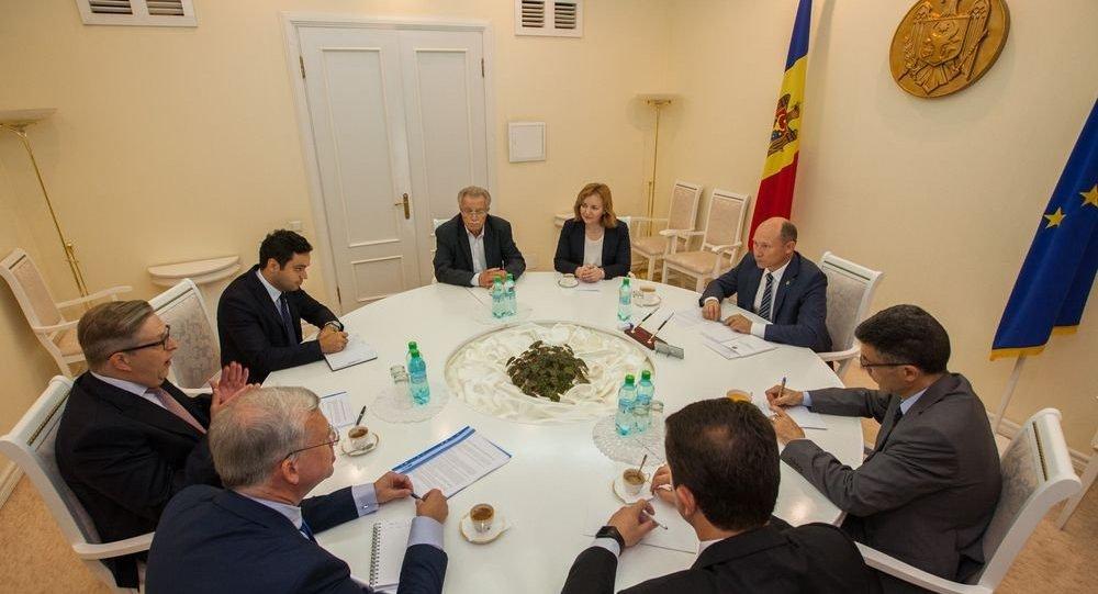 Coaliţia AIE 3, repetentă cu anti-corupţia şi reformele structurale?