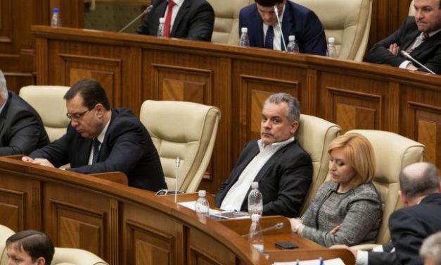 Cine plăteşte pentru falimentul politic şi economic al Republicii Moldova?