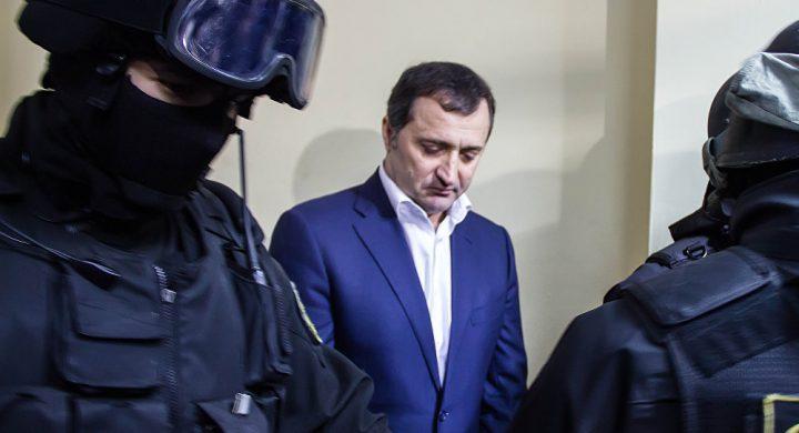 Din puşcărie, Filat continuă războiul cu Justiţia moldavă şi cu procurorul Beţişor