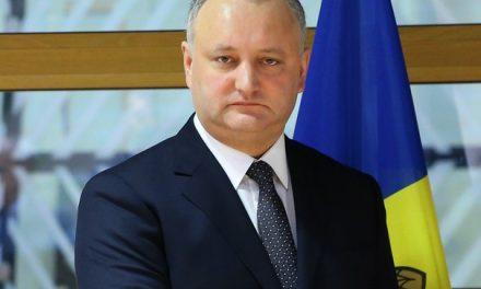 """Dodon, între """"iubirea"""" pentru Putin şi banii Bruxelles-ului"""
