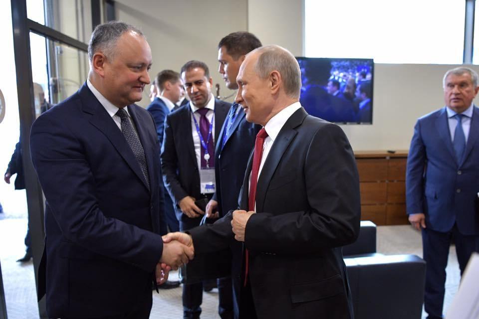 Dodon, un preşedinte la cheremul ţarului Putin