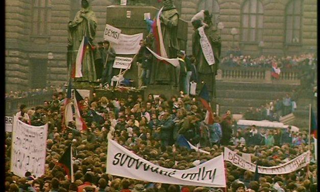 Kremlinul și prăbușirea glacisului strategic al URSS (1989)*
